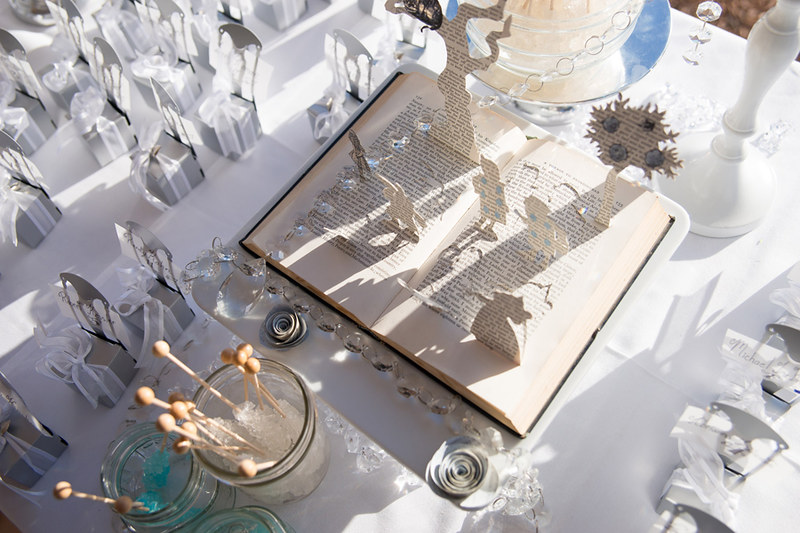 Fairy tale wedding with pop-up centerpieces from @offbeatbride