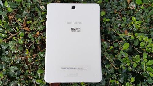 """ด้านหลังของ Samsung Galaxy Tab A 9.7"""" with S Pen"""