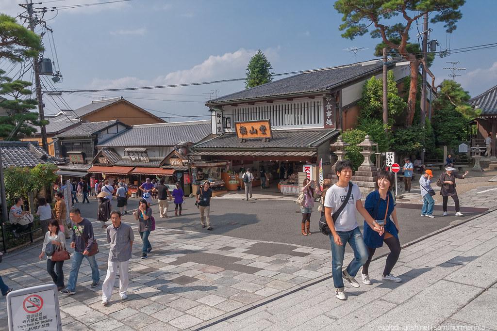 A happy couple near Kiyomizudera