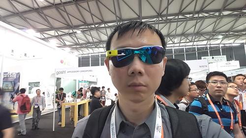 ที่ผมสวมอยู่ไม่ใช่ Google Glass นะครับ แต่เป็น Cool Glass One ของ Beijing Palo Alto Tech ครับ