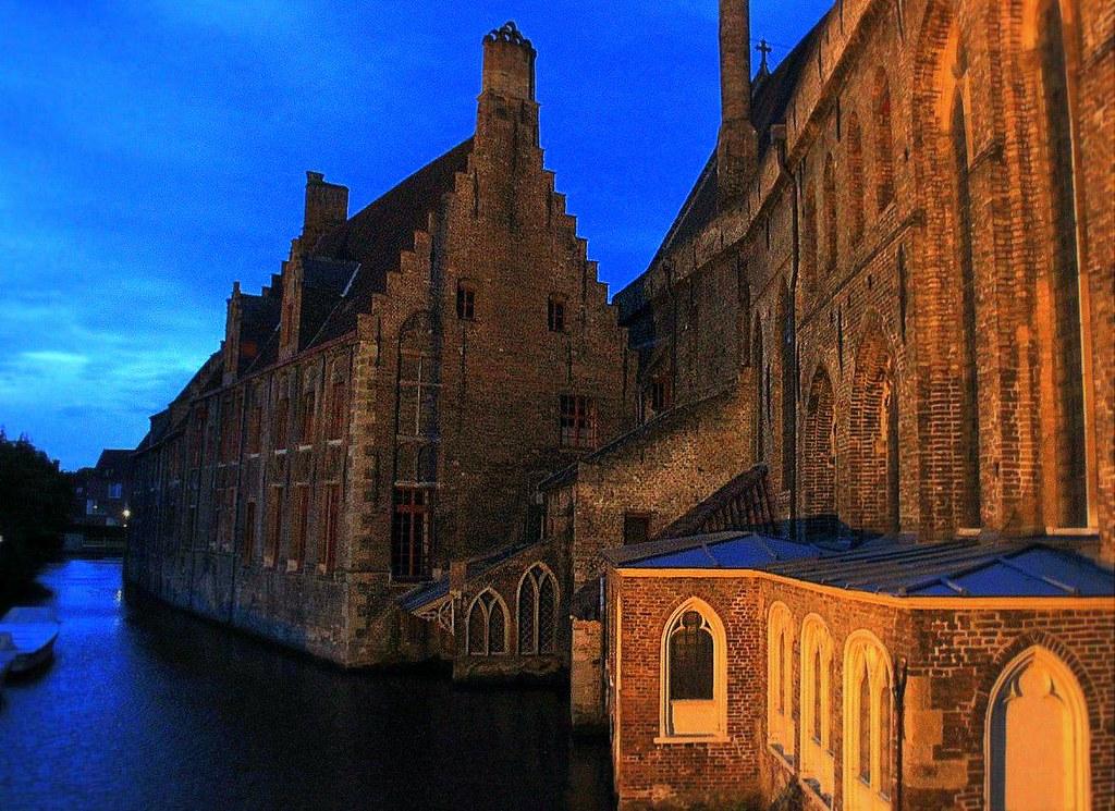 Brugge lit up after sunset