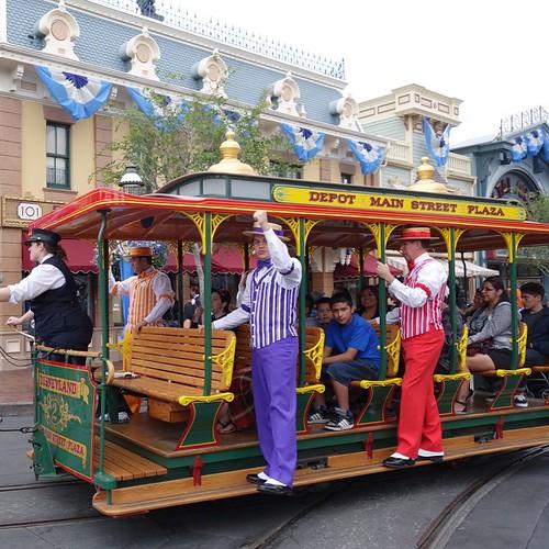 ダッパーダンの歌声がタウンスクエアに響く。