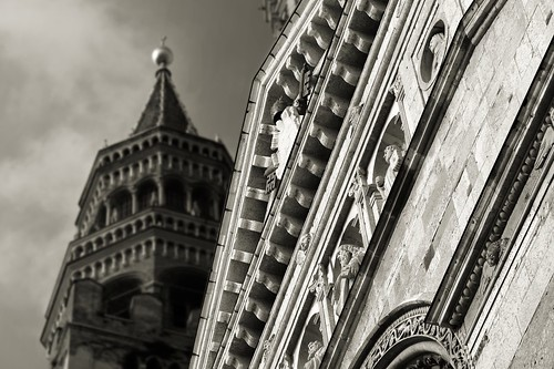 Cremona - Il Duomo: dettaglio della facciata