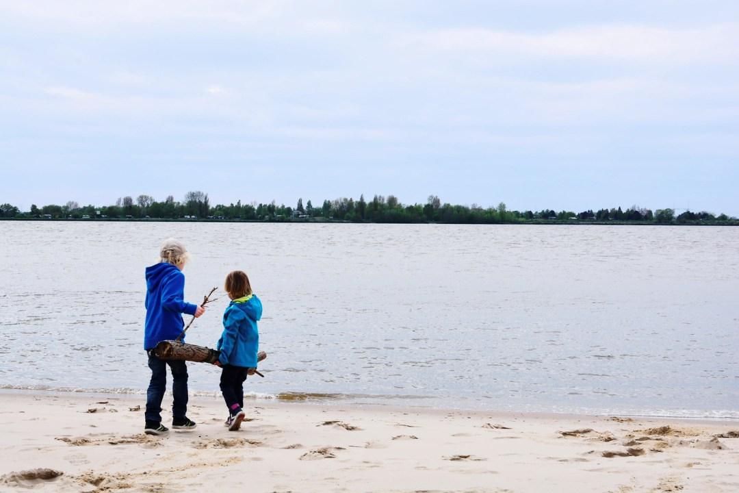 Hetliger Schanze/Die Söhne am Strand