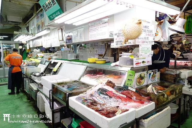 去過一次首爾的啖鷺梁津海鮮市場,幸得有同行朋友懂一點韓語,買海鮮時還得幸保不失,但最終還是在餐廳裡殺了一頸血,所以對於這種自己買海鮮交給餐廳煮的方式,顯然還  ...