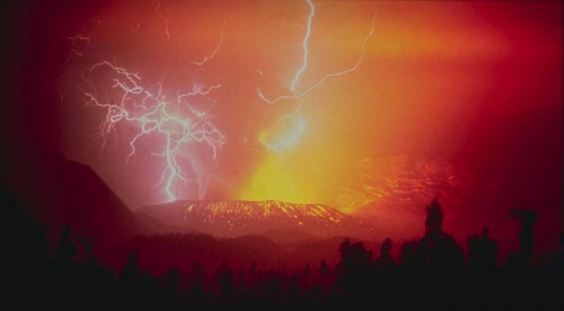 Imagen gratis de un volcán en erupción