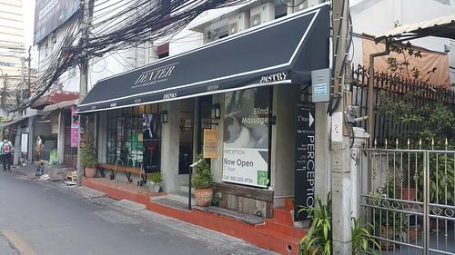 ร้าน Perception Blind Message อยู่ชั้นสองของร้าน Dexter Cafe & Bar ตรงสาทร ซอย 8