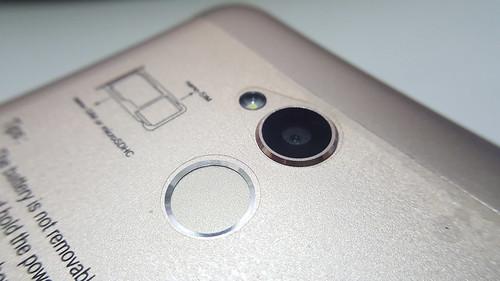 กล้องหน้า 13 ล้านพิกเซล และตัวสแกนลายนิ้วมือของ ZTE Blade v7 Lite