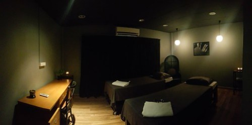 ห้องนวดแบบอโรม่า เตียงจะสูงกว่าปกตินิดหน่อย อันนี้ก็เป็นแบบ Private