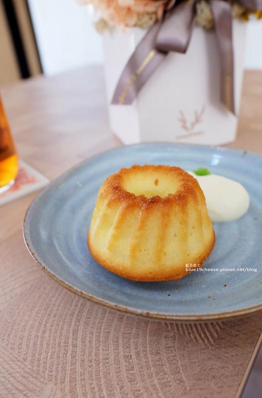 28796003091 bf65b04345 c - NowPlace現在-早午餐甜點義大利麵茶品.簡單有型裝潢.富士山磅蛋糕不錯.東萫來泰緬料理對面.逢甲商圈