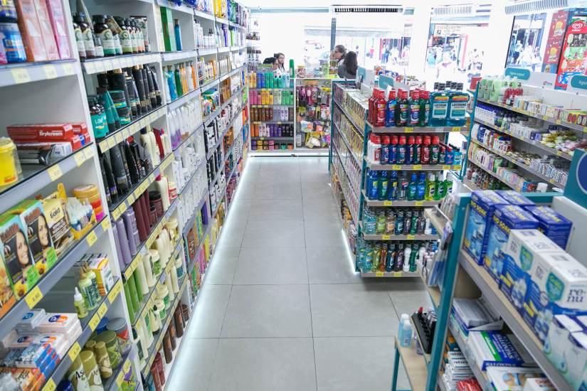 Comércio fecha, mas farmácias permanecem abertas