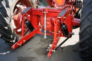 Hydraulic Cyliinder for 3 point hitch adaptors  Leveling Arms and Parts  Farmall Parts