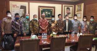 Ketua Umum PBNU, KH Said Aqil Siroj saat menerima perwakilan Masyarakat Farmasi Indonesia Bersatu di Kantor Pusat PBNU, Jl. Kramat Raya, Jakarta pada Jum'at sore, 4 Juni 2021.