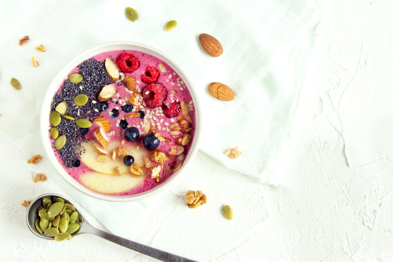 Very Berry Almond Smoothie Bowl
