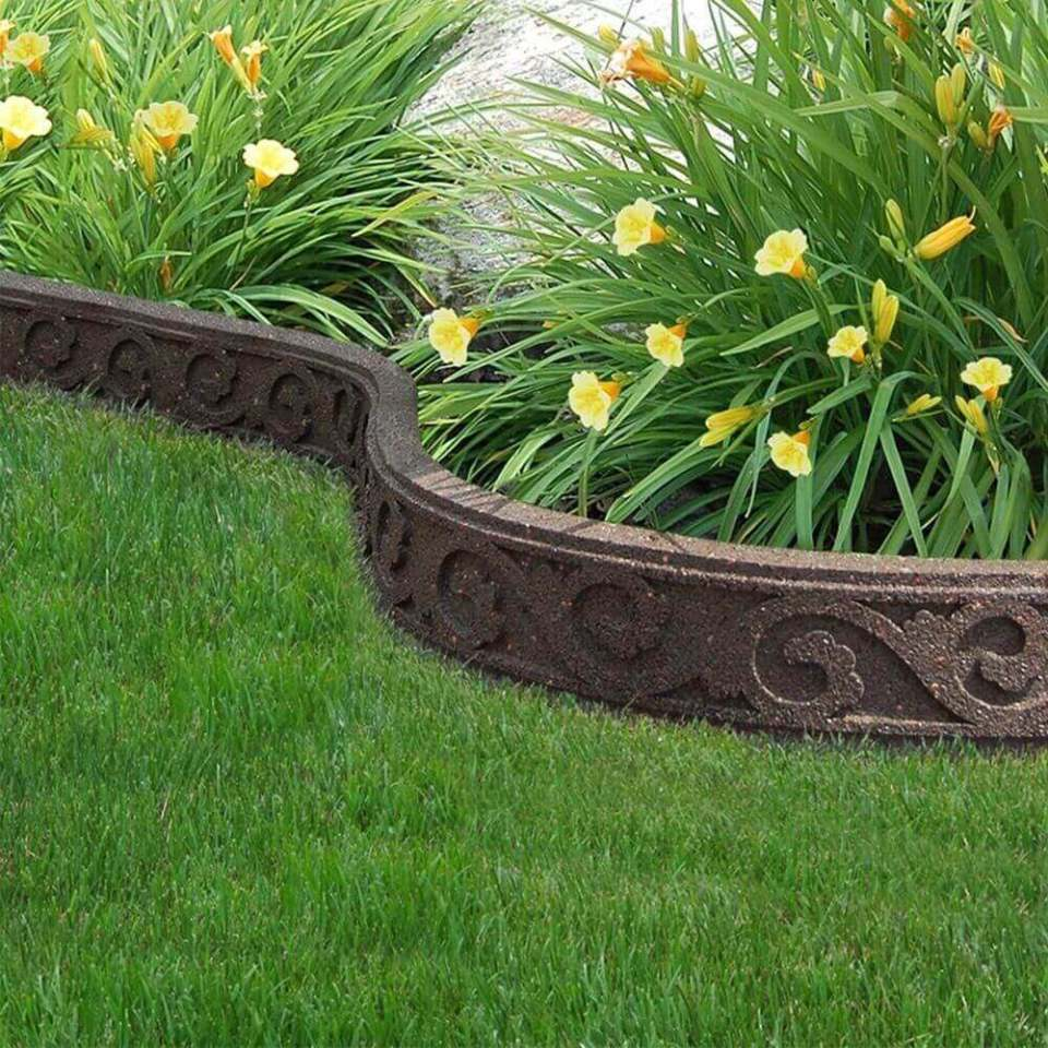 DIY Lawn Edging Ideas For Beautiful Landscaping: Carved and Curved Flower Garden Edge