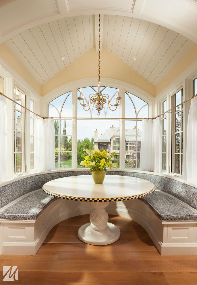 Opulent Curves Breakfast Nook Idea
