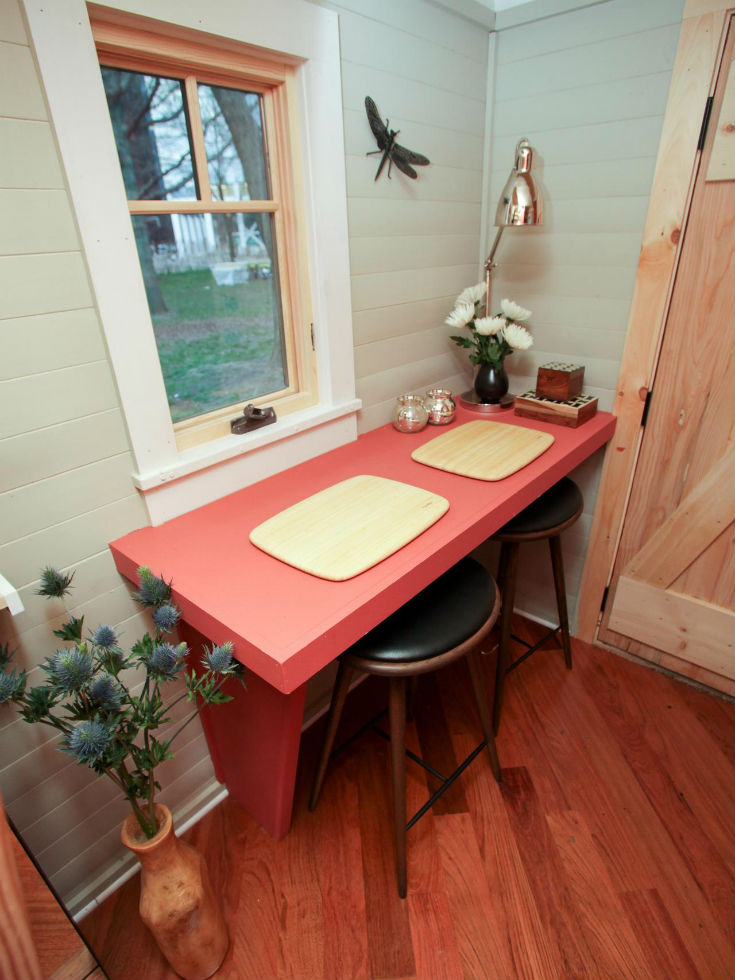 Filling Dead Space Breakfast Nook Idea