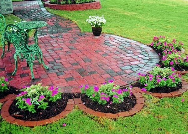 DIY Lawn Edging Ideas For Beautiful Landscaping: Brick Edging