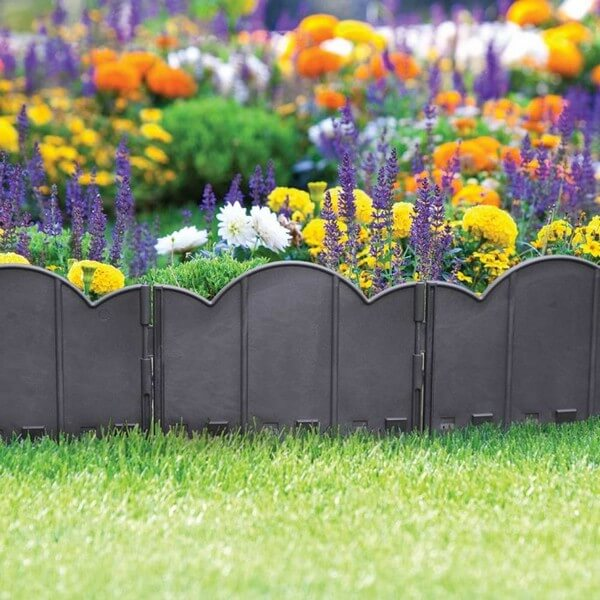 DIY Lawn Edging Ideas For Beautiful Landscaping: Metal edging