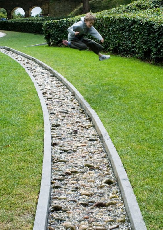 DIY Lawn Edging Ideas For Beautiful Landscaping: Running Stream Edging Ideas