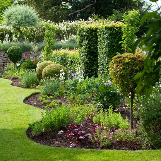 DIY Lawn Edging Ideas For Beautiful Landscaping: Simple Curved Garden Edging