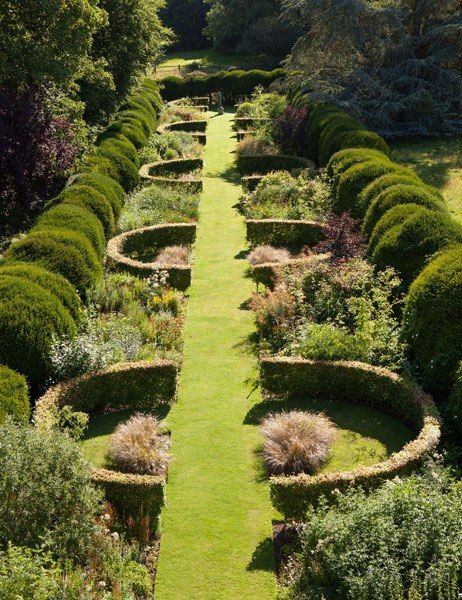 DIY Lawn Edging Ideas For Beautiful Landscaping: Traditional English Garden Edging Ideas