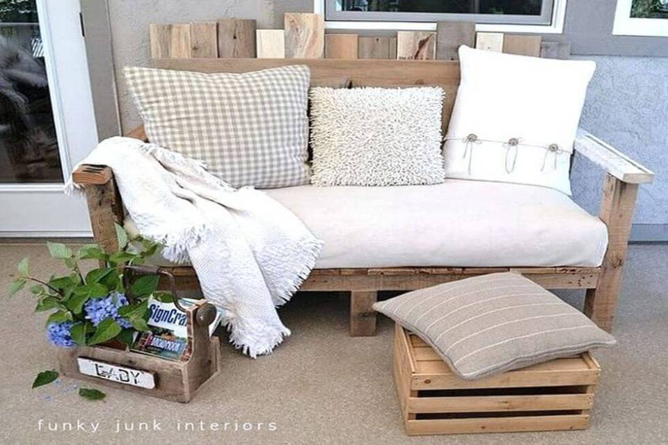 Build a Pallet Wood Sofa