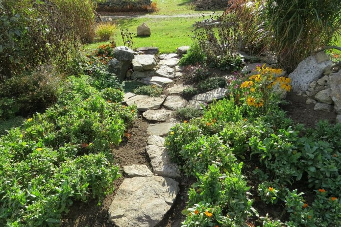 Cake Pan Stepping Stone Garden Path
