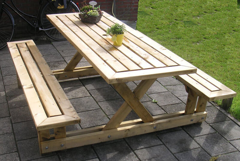 DIY Outdoor Furniture Projects: DIY Lincoln Lawn Table