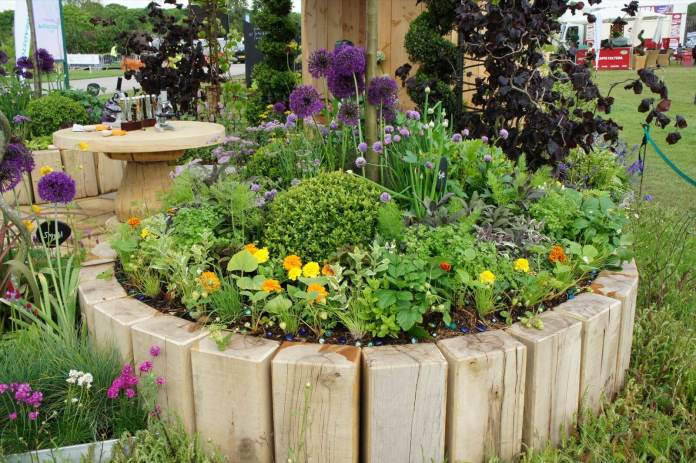 Flower Bed Ideas: DIY Wood Flower and Herb Bed