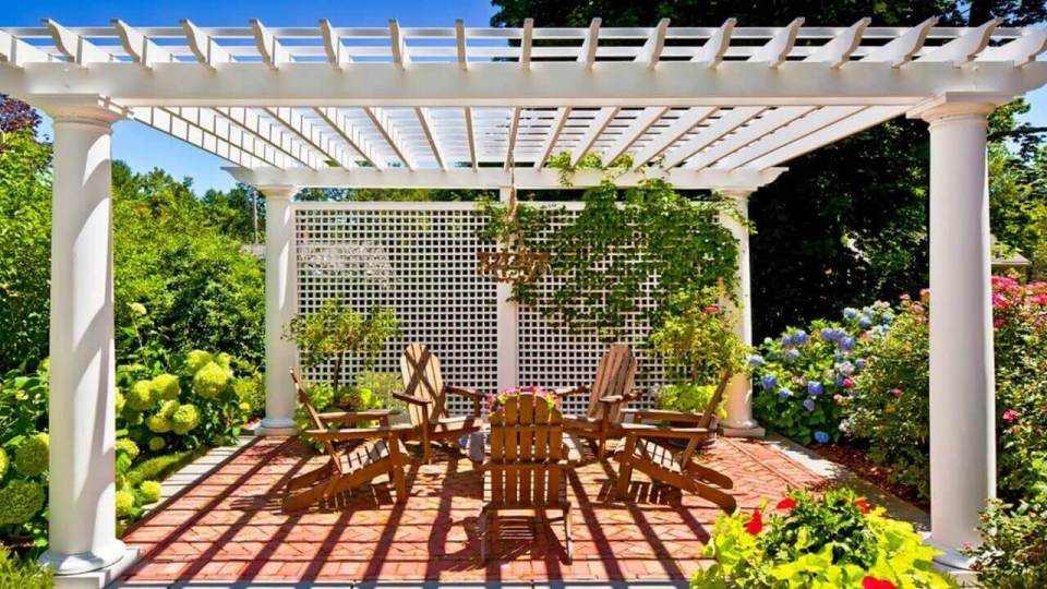DIY Pergola Ideas: English Garden Latticed Pergola