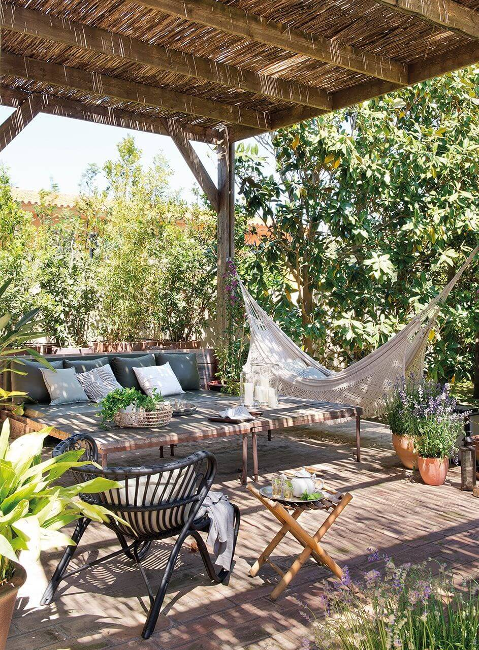 DIY Pergola Ideas: Provincial Cottage Pergola Setting With Hammock