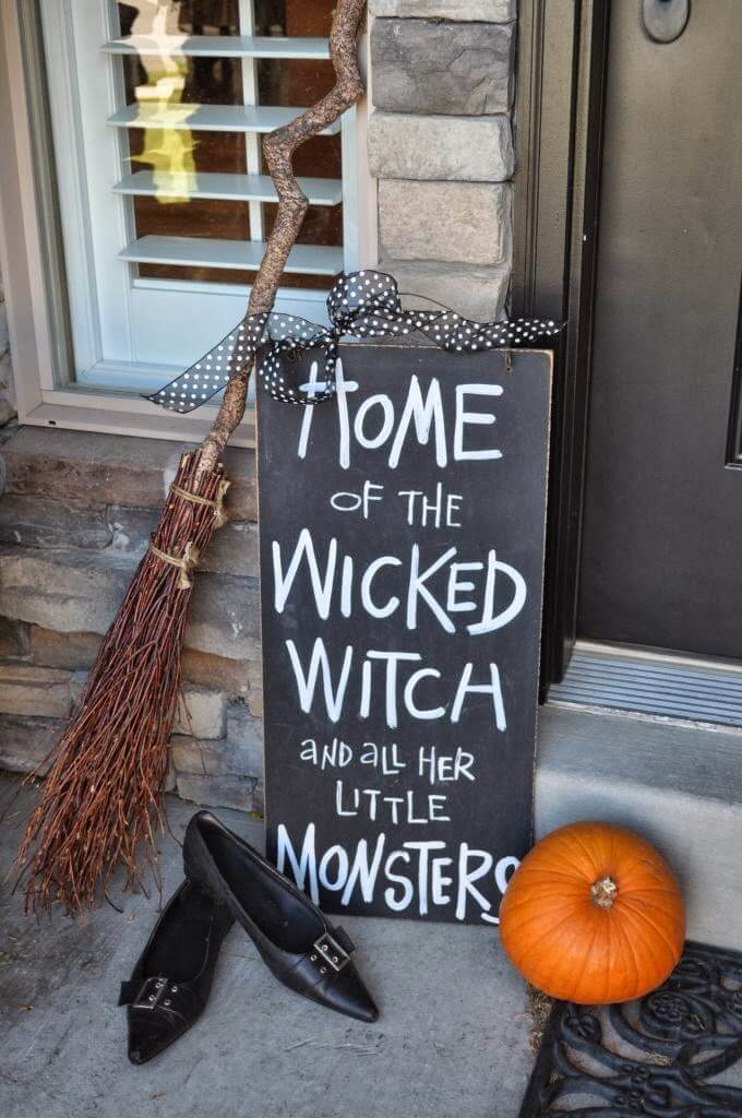 The Wicked Witch Is Home | Scary DIY Halloween Porch Decoration Ideas | vintage halloween porch