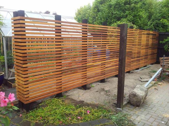 DIY Fence Ideas: Modernistic Wooden Garden Fence