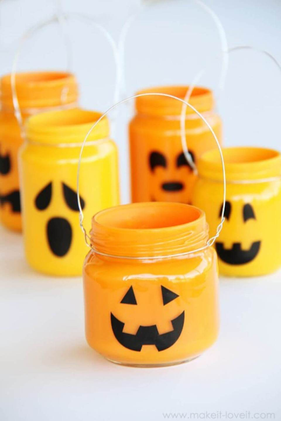 DIY Mason Jar Halloween Crafts: Cute Painted Mason Jar Jack-O-Lanterns