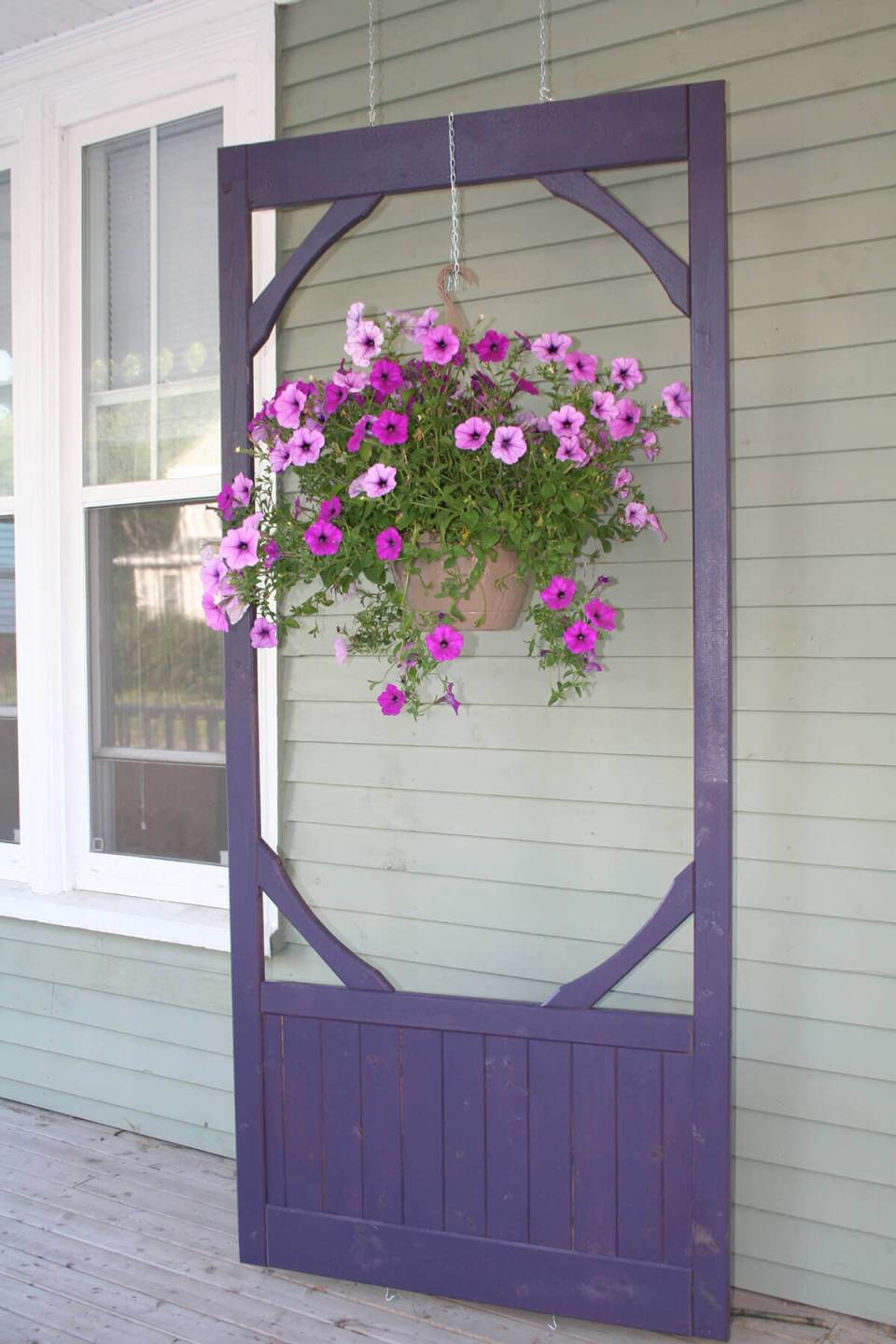 Hanging Screen Door with Bountiful Planter | Creative Repurposed Old Door Ideas & Projects For Your Backyard