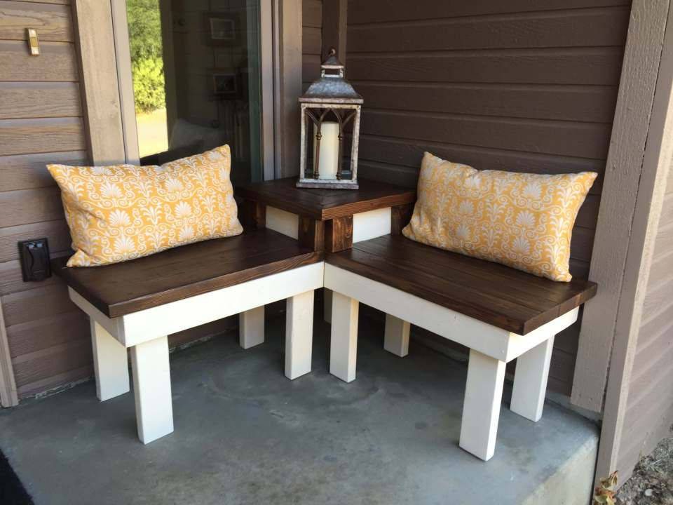 Outdoor DIY Bench Ideas: Innovative Corner Bench with Built-In Side Table