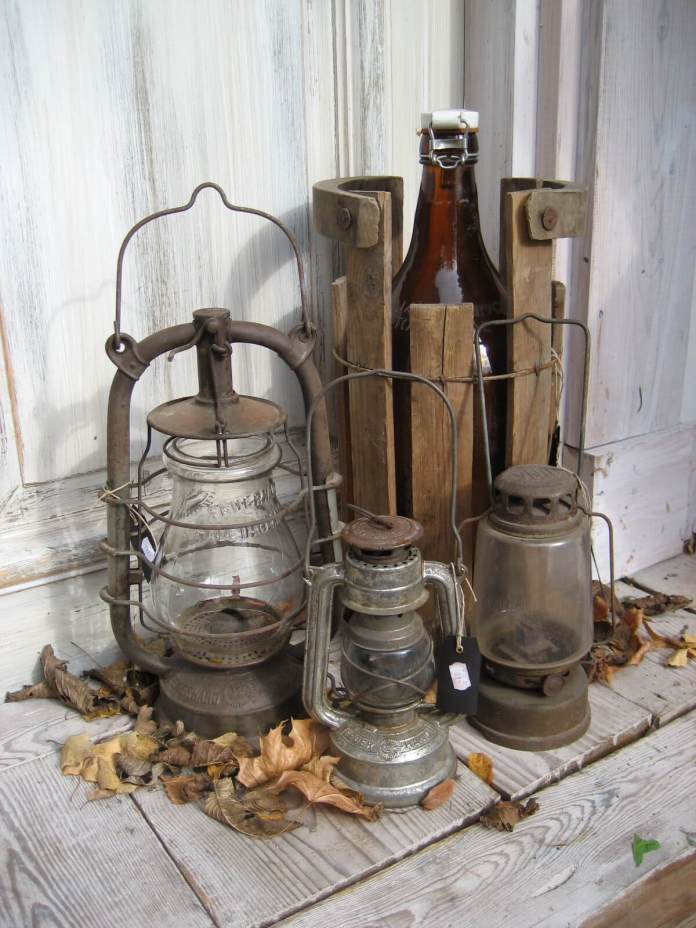A Cluster of Rusty Lanterns | Vintage Porch Decor Ideas