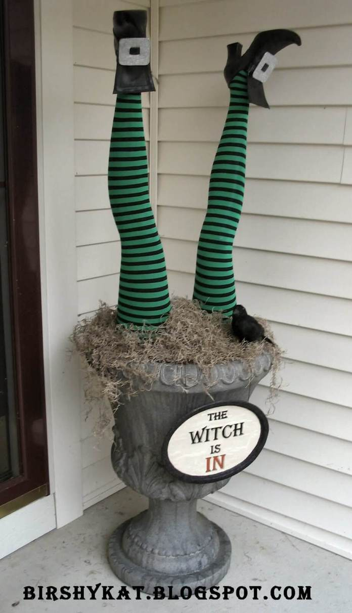 Witch in the Urn | Scary DIY Halloween Porch Decoration Ideas | vintage halloween porch