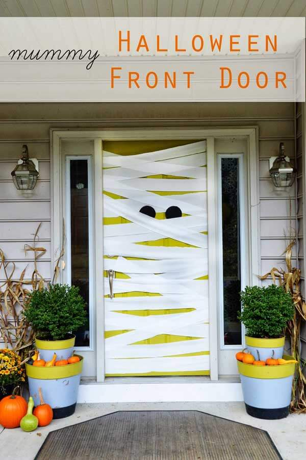 Halloween Door Decoration Ideas: My Mummy!