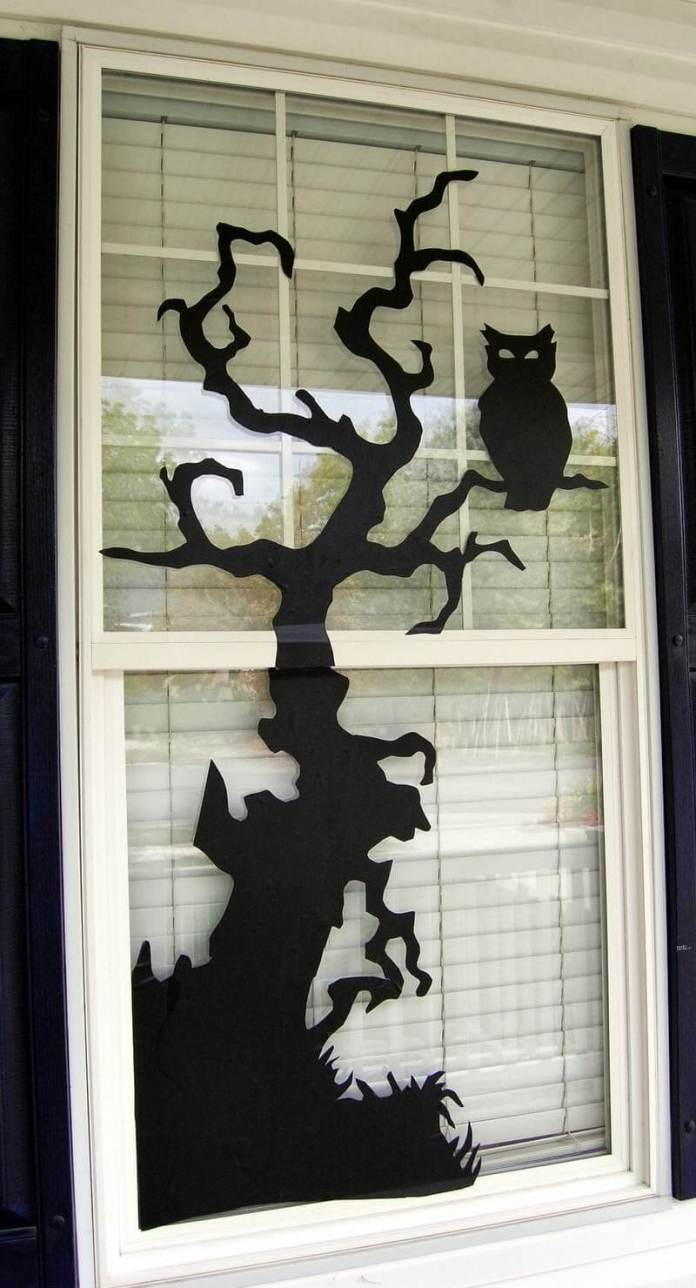 The Spooky Tree | DIY Halloween Window Decoration Ideas