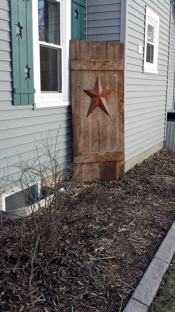 Starred Door as a Garden Backdrop | Creative Repurposed Old Door Ideas & Projects For Your Backyard
