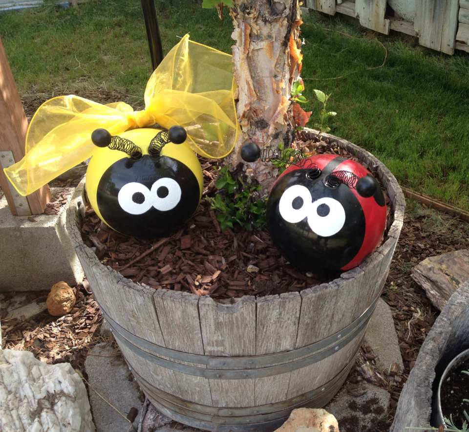 Cute Ladybugs with Spring Antennas | DIY Garden Ball Ideas