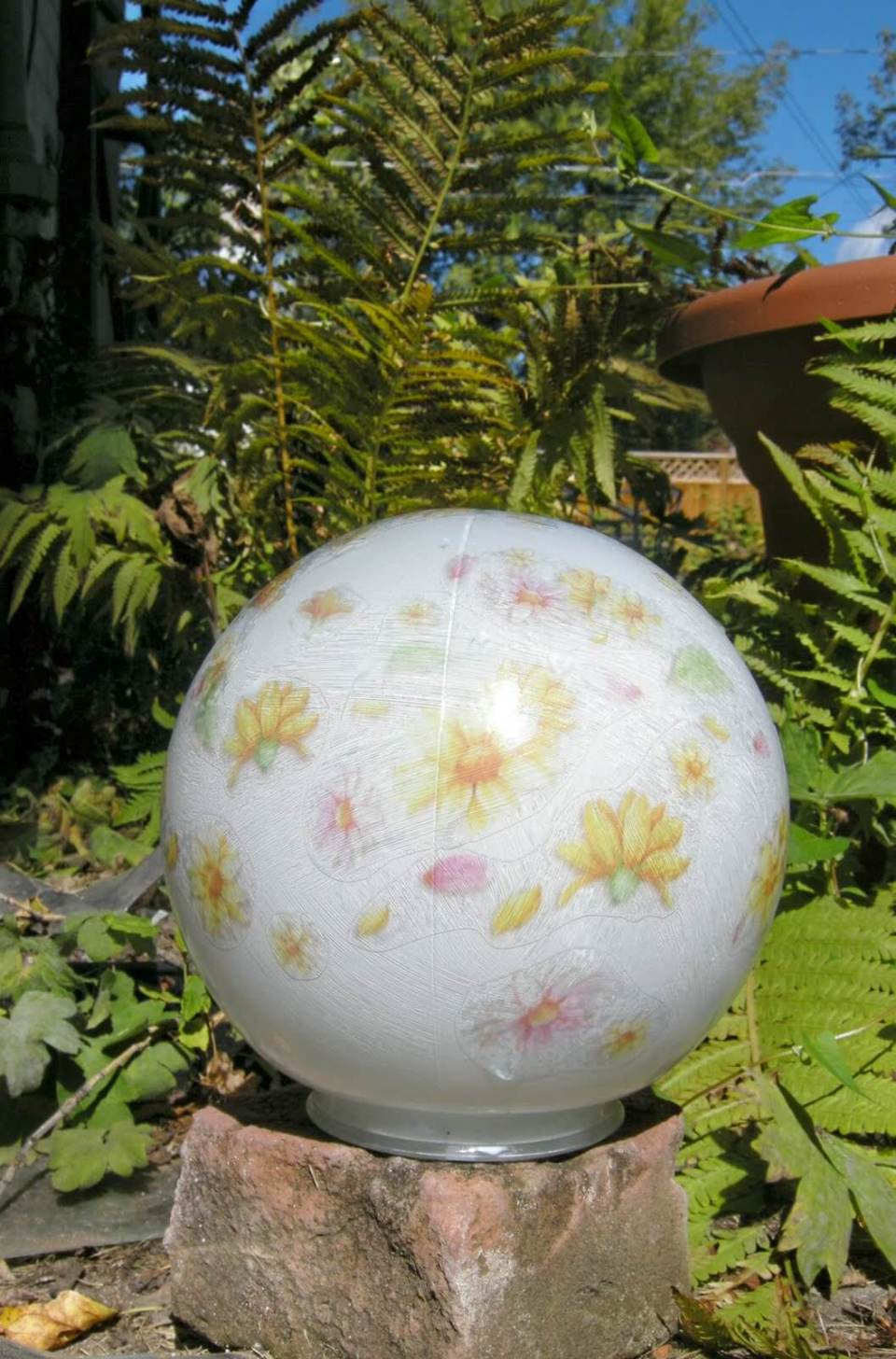Floral DIY Garden Ball Idea | DIY Garden Ball Ideas
