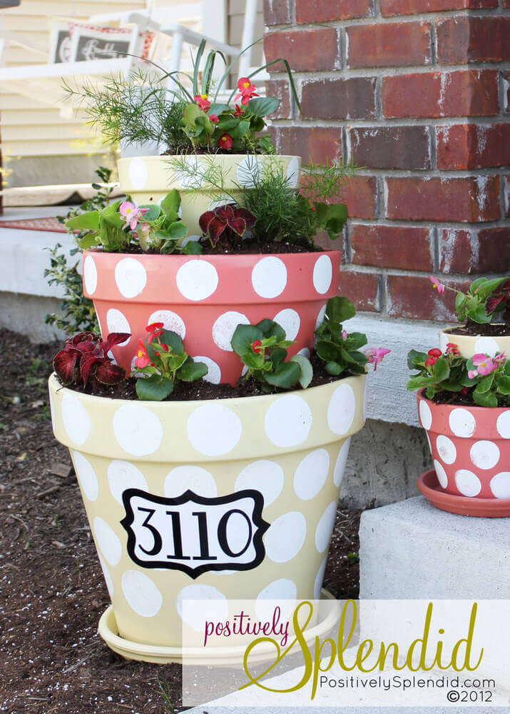 Nesting Pots Mark the House Number | DIY Painted Garden Decoration Ideas