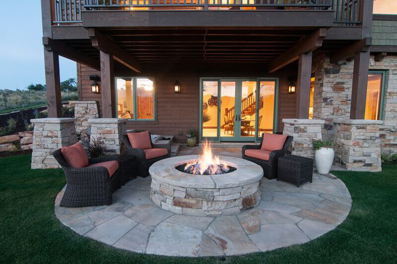 A Perfect Backyard Barbecue Spot for Entertaining | Awesome Firepit Area Ideas For Your Outdoor Activities