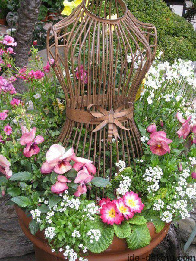 Vintage Garden Decor Ideas: Antique Dress From Garden Decoration