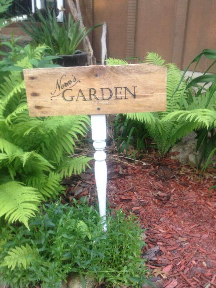 Scripted Sign on an Upcycled Table Leg   Funny DIY Garden Sign Ideas