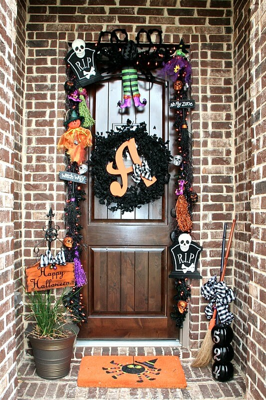 A Garland of Critters   Scary DIY Halloween Porch Decoration Ideas   vintage halloween porch
