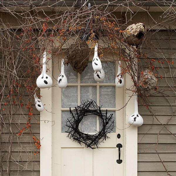 The Advantages of Nature's Beauty   Scary DIY Halloween Porch Decoration Ideas   vintage halloween porch
